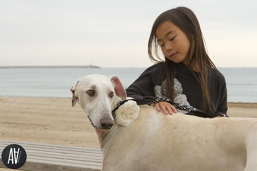 Sesiones moda fotografa de niños Barcelona Fotografia con mascotas.1