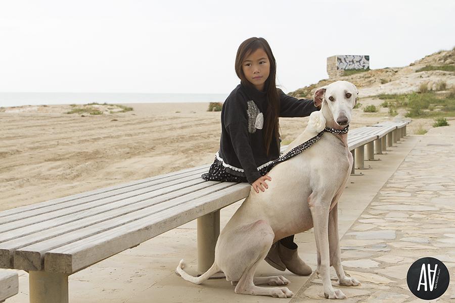 Sesiones moda fotografa de niños Barcelona Fotografia con mascotas.5
