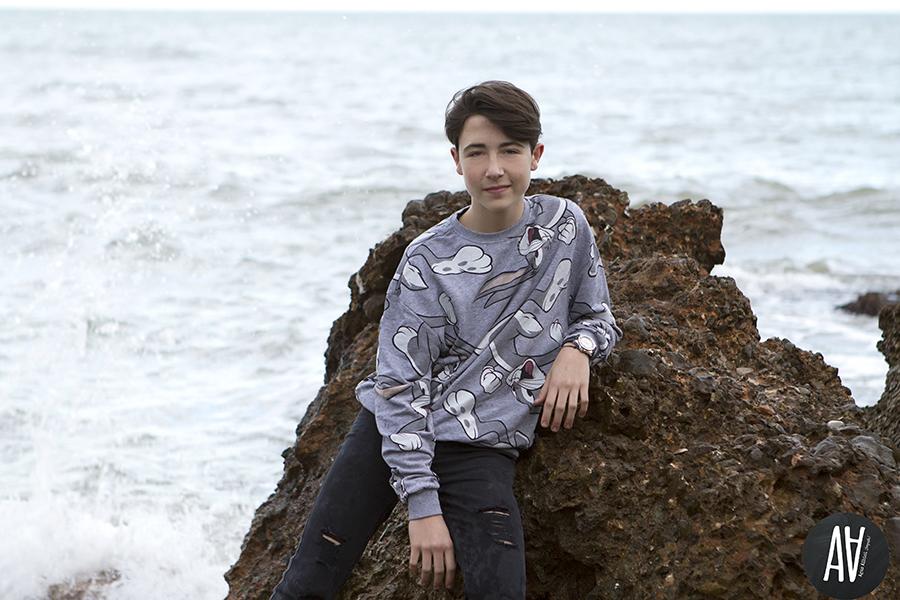Rodrigo. sesion-teen sesion de exterior agus albiol fotografia sesiones en la playa adolescente sesiones en Peñiscola